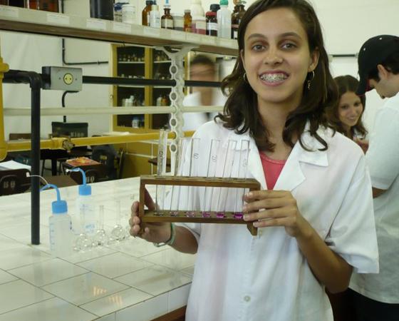 A leitora Giovanna Mathedi enviou uma foto demonstrando seu amor pela ciência.
