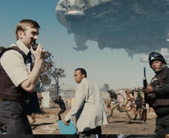'DISTRITO 9' (2009), dirigido por Neill Blomkamp, foi banido pelo governo da Nigéria. De acordo com as autoridades, o filme é xenófobo e preconceituoso. O longa é uma ficção científica que conta a história de alienígenas que são confinados na Terra. Em determinado momento, Wikus, um humano sul-africano, motivado a libertar os extraterrestres, tenta comprar armas de uma quadrilha de nigerianos.