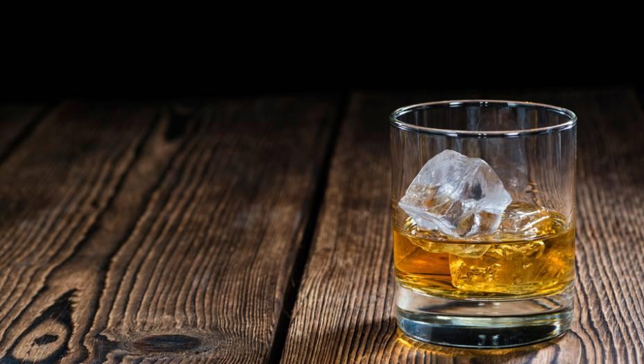 ÁLCOOL: apesar de ser considerada uma droga legal, o álcool possui muitos efeitos nocivos no cérebro. Por isso, a substância ficou em sexto lugar no ranking criado pelo estudo de Nutt.