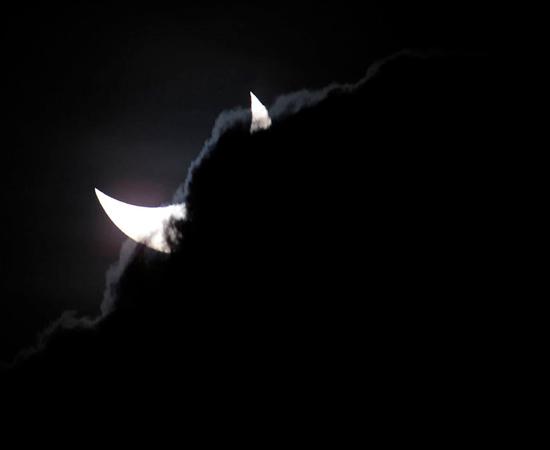 No dia 14 de novembro, o mundo parou para assistir ao eclipse solar total. O fenômeno, visível somente no norte da Austrália, foi transmitido em tempo real.