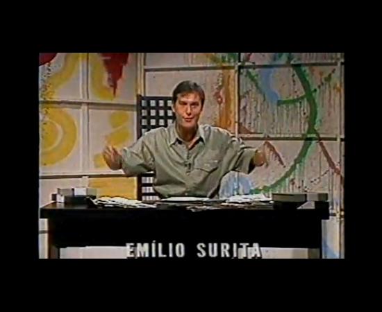 Bem antes do Pânico na TV, o radialista Emilio Surita era um cara descolado, que aparecia  em reportagens sobre a noite na PLAYBOY e outras revistas. E ele já fazia trabalhos na TV, como apresentar o Top Music, um programa de clipe. Sim, não havia MTV, mas a TV aberta já recheava a programação com vídeos musicais.