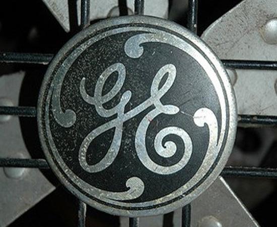 GENERAL ELECTRIC - A General Electric Company, que hoje é uma multinacional de serviços e energia, foi fundada em 1892 pela fusão da companhia energética de Thomas Edison (Edison General Electric) com a Thompson-Houston Company. A fundação da nova empresa foi importante para o inventor, já que ele conseguiu obter direitos sobre várias patentes de concorrentes.