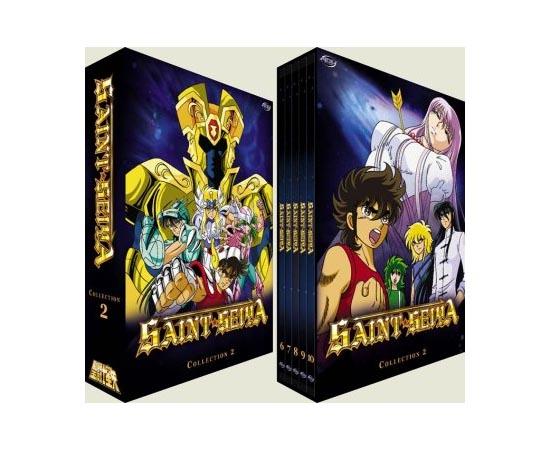 EPISÓDIOS - A história de Os Cavaleiros do Zodíaco (Saint Seiya) rendeu 28 volumes de mangás. Os 18 primeiros volumes foram adaptados em 114 episódios de anime. Os 10 volumes finais foram adaptados em 31 OVAs (animes de longa duração que são lançados diretamente no mercado de vídeo).