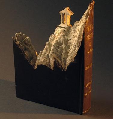 Mais um trabalho de Guy Laramee. O artista começou a transformar livros velhos em obras de arte em protesto contra as novas tecnologias, que estão deixando livros e bibliotecas obsoletos.