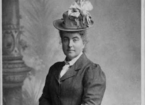 Ela quebrou recordes de altitude e se tornou uma importante escritora de viagem. A montanhista Fanny Bullock Workman fez parte de expedições no Himalaia. Ela morreu em 1925, tendo escalado picos de cerca de 6900 metros.