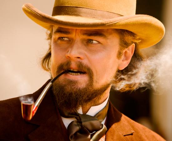 A busca de Django e Schultz acaba levando-os até Calvin Candie (o indicado ao Oscar, Leonardo DiCaprio), o proprietário de Candyland, uma fazenda abominável.