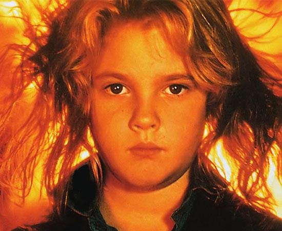 A INCENDIÁRIA (Firestarter - 1984) - Charlie é uma menina que tem o poder da pirocinesia. Com a força da mente, ela pode atear fogo em qualquer coisa. Quando sua mãe é assassinada por um misterioso grupo do governo , ela foge com o pai em busca de um lugar seguro. O roteiro é baseado no livro homônimo de Stephen King.