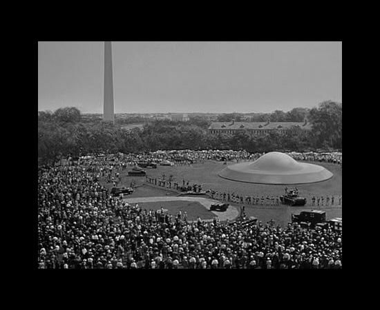 Esta é a nave espacial de Klaatu, o extraterrestre do filme O Dia em que a Terra Parou, de 1951. O alienígena veio em missão de paz.
