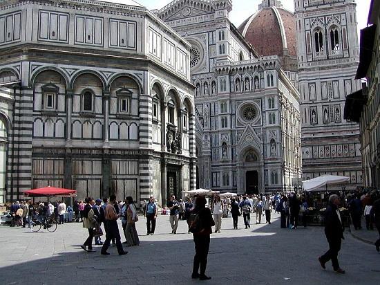 A segunda representante italiana na lista é Florença, maior cidade da Toscana. Berço do Renascimento na Itália, até hoje Florença é rica em museus, palácios e obras de arte.