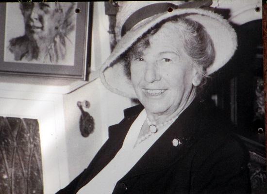 A exploradora e escritora britânica Freya Stark morreu aos 101 anos, em 1993. Durante mais de um século de vida, ela não abriu mão da aventura: viajou pelo Oriente Médio, pelo Afeganistão e desbravou as maravilhas do Irã.