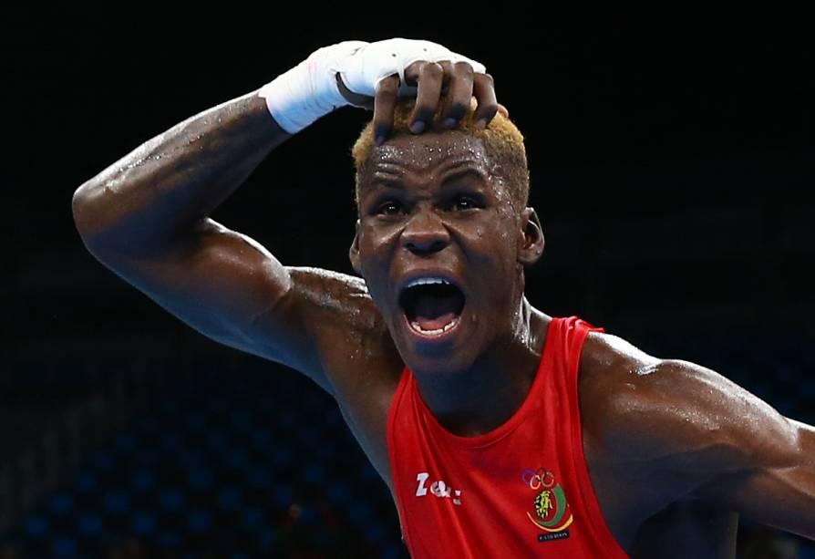 A disputa do boxe ainda está no começo. Mas Dieudonne Seyi Ntsengue, de Camarões, não conteve a emoção ao vencer o colombiano Jorge Luis Vivas, na terça (9), ainda na fase preliminar -para fechar a comemoração ainda deu um mortal que levantou a torcida no Rio.