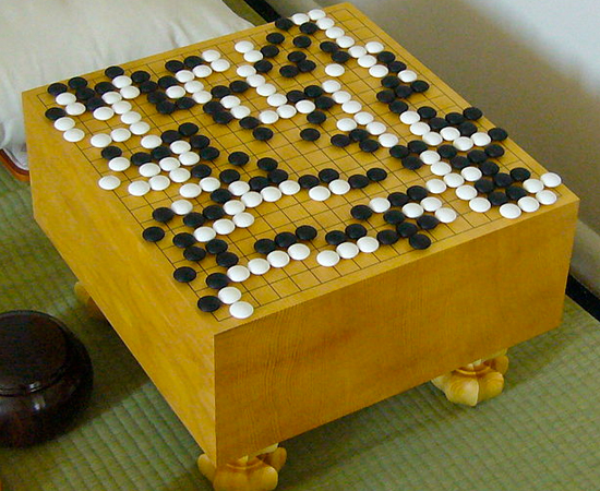 GO - O jogo de estratégia foi criado na China no século 6 a. C. Acredita-se que seja a evolução de um utensílio utilizado para marcar datas e épocas do ano.
