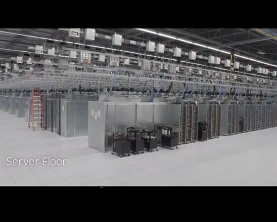 No andar dos servidores, computadores poderosos controlam tudo.
