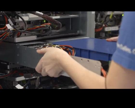 Os servidores dos data centers do Google são customizados para serem compactos e terem maior eficiência energética.