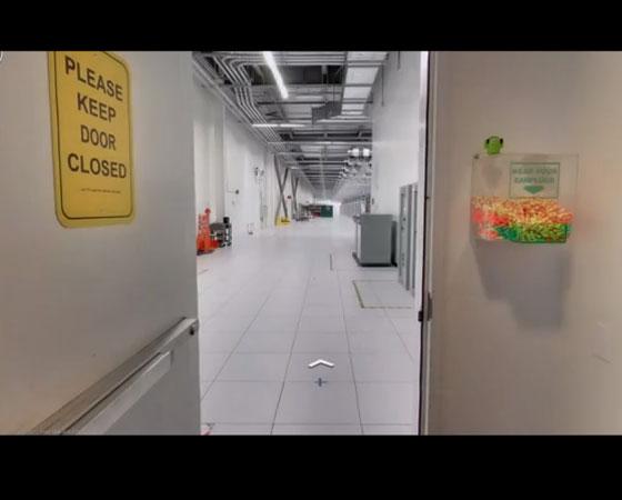 Esta foto mostra o acesso restrito ao local onde fica a Networking Room (Sala de Redes, em tradução livre).