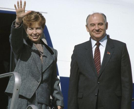 Gorbachev lançou a Perestroika e a Glasnost na União Soviética. Era o político mais popular do mundo.