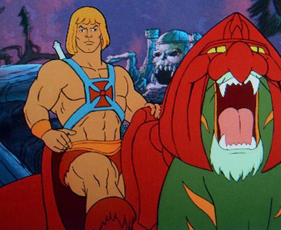 He-Man (1983) é uma série animada que conta a história de Adam, um príncipe que luta contra o vilão Esqueleto.