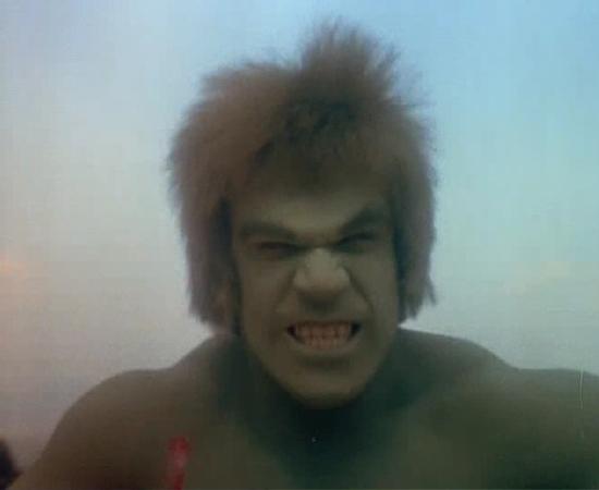 O Incrível Hulk (1982) é uma série que mostra o Dr. Banner se transformando em um monstro verde e poderoso.