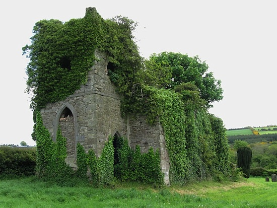 Ivy Clad Ruin, Igreja abandonada na Inglaterra.