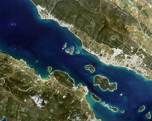 Você provavelmente já viu fotos de uma ilha em forma de coração circulando pela internet. Acredite: esse lugar existe. É o que mostra essa foto, tirada em 2010. A ilha, que se chama Galešnjak, fica na costa da Croácia, no Mar Adriático.