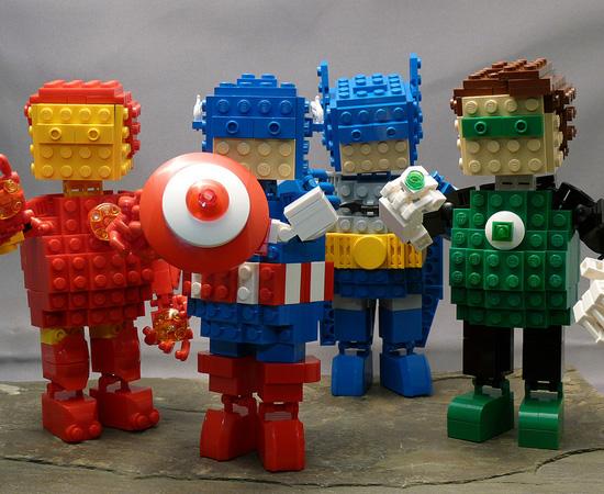 Os Vingadores também foram homenageados por um fã que também adora Lego.