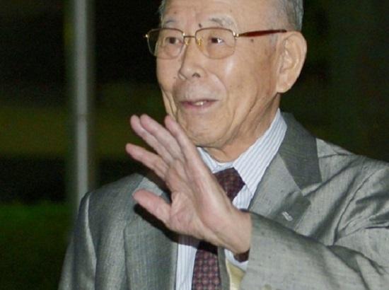 O terceiro vencedor do Nobel de Física foi Isamu Akasaki. Os três pesquisadores inventaram o LED azul, o que tornou possível a criação de uma fonte econômica de luz branca.