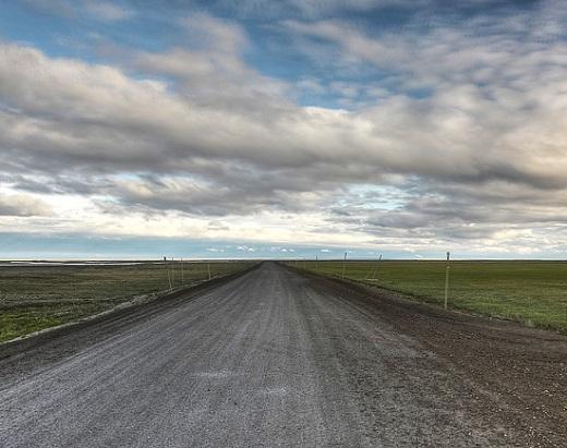 A Dalton Highway é uma rodovia de 666 quilômetros que cruza o Alaska. Pouca visibilidade, obstáculos no caminho, neve e gelo são alguns dos desafios dessa estrada.