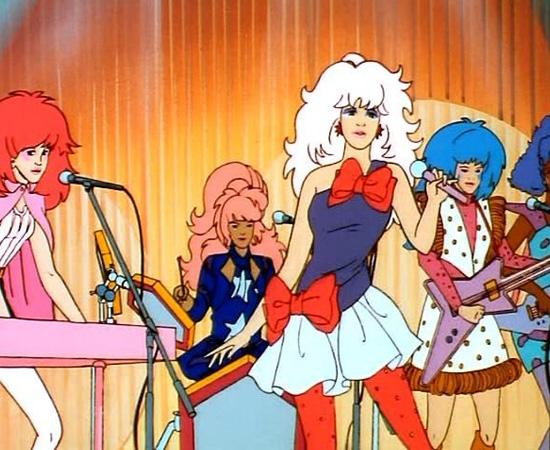 Jem e as Hologramas (1985) é uma série sobre a milionária Jessica, que é o alter-ego de uma estrela da música.