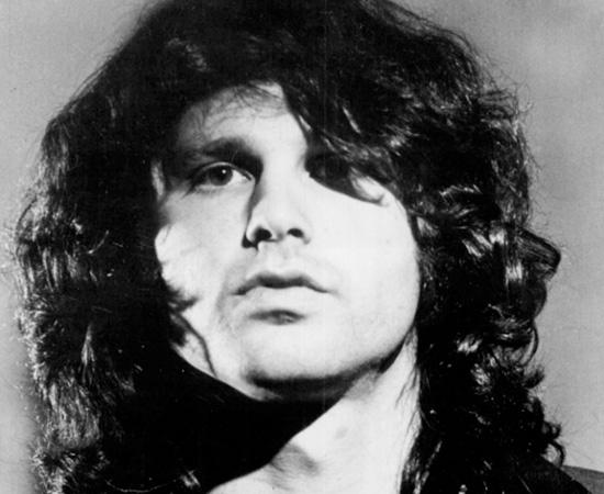 Jim Morrison, vocalista da banda The Doors, morreu no dia 3 de julho de 1971, em Paris. Ele teria sofrido um ataque cardíaco enquanto estava na banheira de seu apartamento. Como nenhuma autópsia foi feita, até hoje a causa da morte é especulada. Há teorias de que ele tivera uma overdose de heroína, ou uma crise de asma; ou ainda que morrera não em casa, mas no banheiro de uma boate.