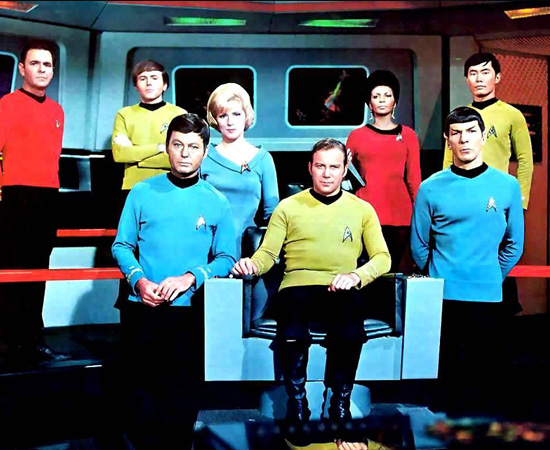 Jornada nas Estrelas (1966) é uma série de TV que conta a história dos tripulantes da nave Enterprise. Eles viajam, explorando o universo.