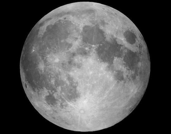 No último dia 10 de agosto, Fábio e Gabriela aproveitaram para fotografar a Super Lua, fenômeno que ocorre quando o satélite se encontra no ponto mais próximo da Terra.