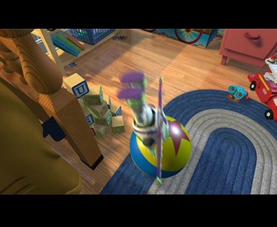 Outro elemento que se repete nos filmes da Pixar é a famosa Luxo Ball. Neste exemplo do filme Toy Story (1995), a bola aparece em uma das cenas de Buzz Lightyear.