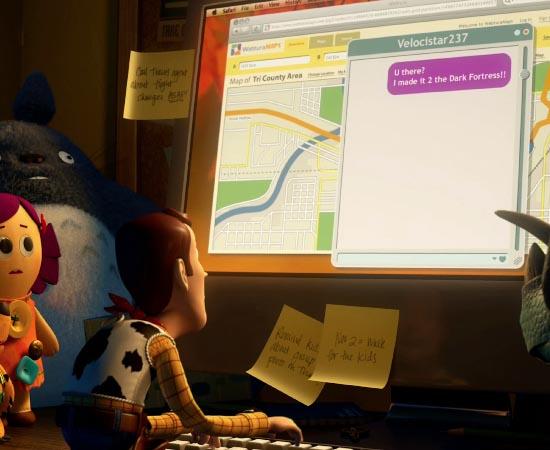 Ainda em Toy Story 3, Woody usa um Mac para fazer uma pesquisa na internet.