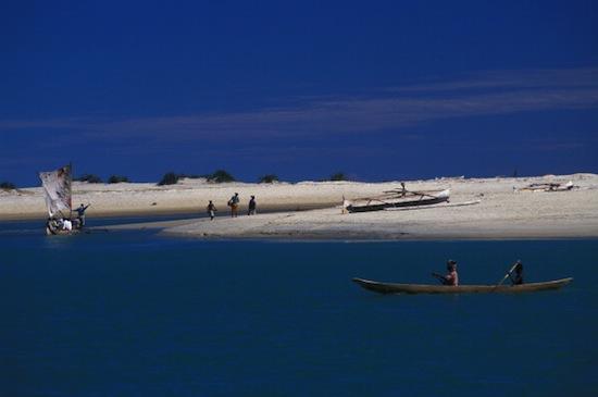 Outro lugar fantástico que é real. A imagem mostra os rios da região norte de Madagascar, na África. Vai dizer que o formato desse lugar não lembra uma água-viva?