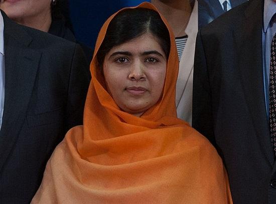 A estudante paquistanesa Malala Yousafzay foi uma das vencedoras do Nobel da Paz deste ano. Ela luta pelo direito das mulheres à educação. Malala é a pessoa mais jovem a ganhar um Nobel, com 17 anos.