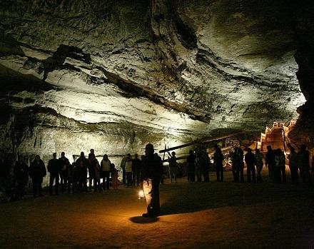 O Parque Nacional de Mammoth Cave, nos Estados Unidos, é conhecido por ser a porta de entrada para a maior rede interligada de cavernas do mundo - são cerca de 600 quilômetros já explorados pelo homem.