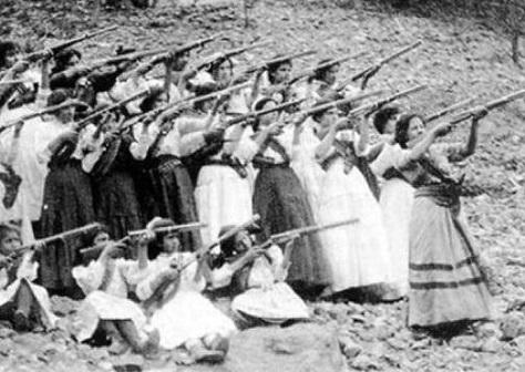 Uma comandante do movimento Zapatista. Essa foi Margarita Neri, uma mulher que participou da Revolução Mexicana, no começo do século 20.