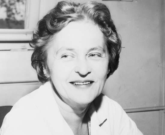 Mária Telkes (1900 - 1995) - Biofísica húngara que realizou pesquisas sobre energia solar. Ela inventou o gerador e o refrigerador termoelétricos.
