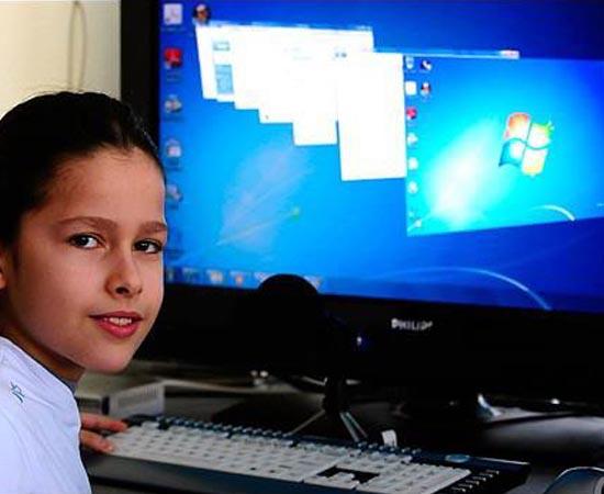 Marko Casalan nasceu em 2002 na Macedônia e é conhecido como o 'Mozart dos Computadores' por ser um gênio da Engenharia de Software. Aos 10 anos de idade, ele se tornou o mais jovem administrador de sistemas a ter certificação da Microsoft. Atualmente, Marko dá aulas de computação básica para crianças e tem fluência em três idiomas.