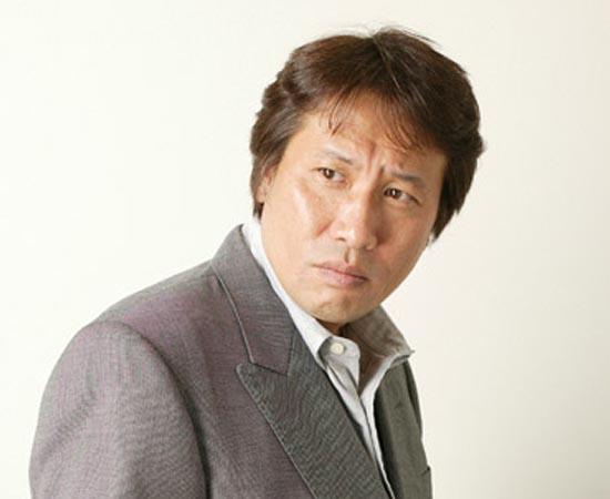 MASAMI KURUMADA - É um escritor e ilustrador japonês que nasceu em Tóquio em 1953. Criou dezenas de mangás, mas só ficou mundialmente famoso após o sucesso de Os Cavaleiros do Zodíaco (Saint Seiya). Após enfrentar um período de fracassos editoriais na década de 90, Kurumada voltou a receber boas críticas com o lançamento de OVAs (animes de longa duração lançados diretamente no mercado de vídeo) da Saga de Hades.