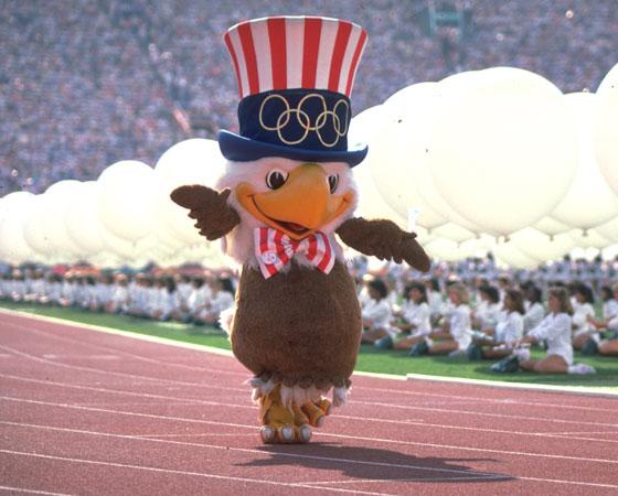 ´Sam´ - Jogos Olímpicos de Los Angeles (1984): O escolhido para desenhar o símbolo dos Jogos americanos foi Robert Moore, que trabalhava para a ´The Walt Disney Company´. Ele foi o responsável por criar a águia Sam, uma representação do animal-símbolo dos Estados Unidos.