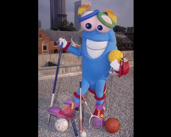 ´Izzy´ - Jogos Olímpicos de Atlanta (1996): Este é provavelmente o mascote que mais fracassou. ´Izzy´ era uma figura abstrata, que ninguém entendia direito o que significava. Além disso, ainda sofreu mutações. Com o passar do tempo, ganhou um nariz, engordou, criou músculos e teve até estrelas incluídas em seus olhos.