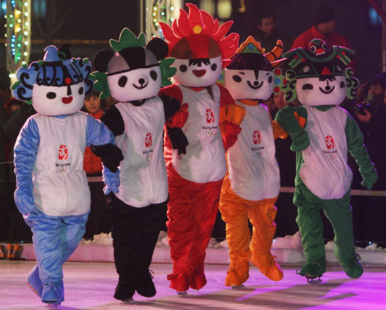 ´Fuwa´ - Jogos Olímpicos de Pequim (2008): Nesta edição, foram cinco mascotes, chamados de ´Fuwa´. Os nomes ´Beibei, Jingjing, Huanhuan, Yingying e Nini´ vieram da frase chinesa que signifca ´Pequim te dá boas-vindas´ (em tradução livre). Também representam os anéis olímpicos e os elementos do Feng Shui.