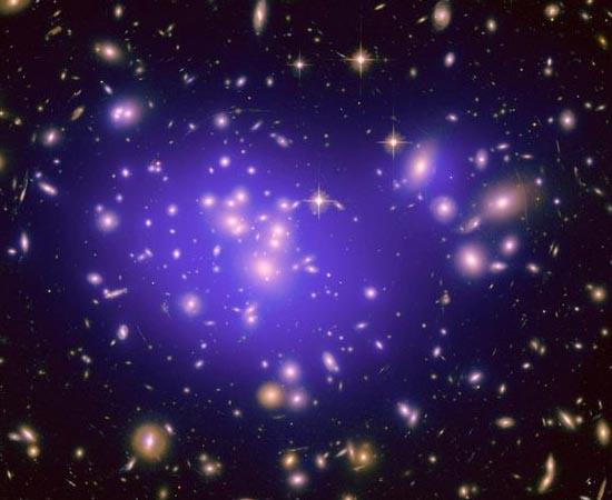MATÉRIA ESCURA - Foi observada pela primeira vez em julho de 2012. Ainda muito misteriosa, é um importante componente do universo.