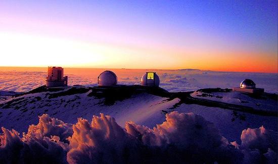 MAUNA KEA, EUA - Esse vulcão localizado na Ilha Grande do Havaí possui mais de 3 mil metros de altura quase nenhuma poluição. Além disso, também é casa do Keck Observatory, que abriga o maior telescópio óptico do mundo.