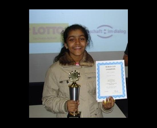 Sem usar a calculadora, responda: quanto é 2584 multiplicado por 3,61? Acha difícil? Não se você for Priyanshi Somani, esta garota indiana que nasceu em novembro de 1998. Ela é a mais jovem vencedora do Campeonato Mundial de Cálculo Mental - título que recebeu em 2010. No evento, ela obteve o melhor resultado de todos os tempos: 100% de precisão em cálculos de adição, multiplicação, divisão ou subtração.