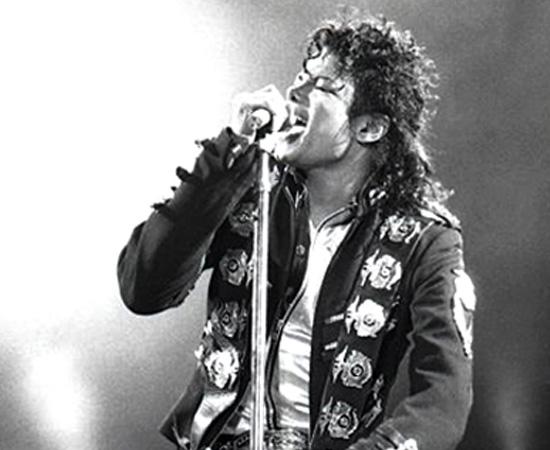Michael Jackson morreu no dia 25 de junho de 2009, aos 50 anos de idade. De acordo com o laudo médico, o cantor teve uma parada respiratória causada por uma overdose de medicamentos, principalmente o anestésico propofol. O médico responsável pelos cuidados do Rei do Pop, Conrad Murray, foi condenado a quatro anos de prisão por homicídio culposo, apesar de afirmar veementemente que o cantor fora o responsável pela morte.