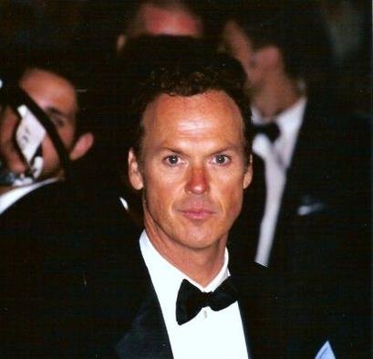 Antes de ficar famoso e interpretar o Batman, Michael Keaton teve que mudar de nome. É que ele é xará de outro ator famoso, o Michael Douglas. A saída foi escolher um nome artístico. A escolha foi inspirada indiretamente pela Diane Keaton - ele gostava do sobrenome da atriz.
