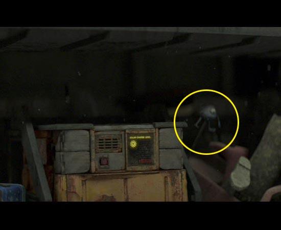 O personagem Mike Wazowski de Monstros S/A (2001) aparece rapidamente em uma das cenas de Wall-E (2008).