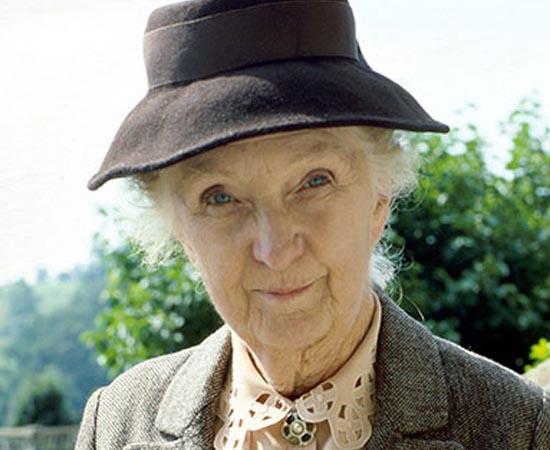 Miss Marple também é uma personagem das histórias de Agatha Christie. Ela é uma anciã solteirona que trabalha como detetive amadora para desvendar os crimes que ocorrem no vilarejo de St. Mary Mead.